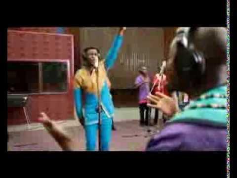Afrikkalaisen gospelmusiikin viikko – Joe Praize feat Soweto Gospel Choir, Mighty God