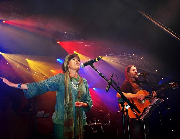 Outi & Lee @ Tampere, Lielahden kirkko, 2. pääsiäispäivän konsertti, klo 17 | Tampere | Suomi